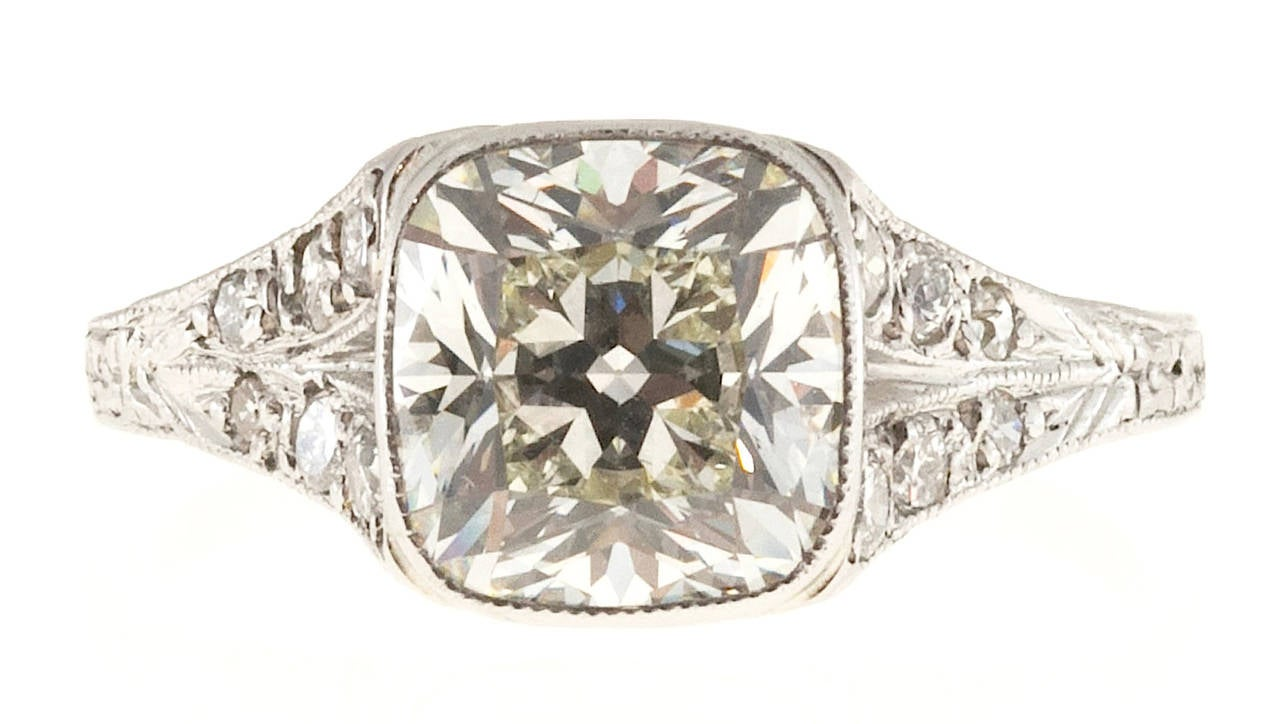 1920s Diamond Filigree Platinum Ring In Good Condition For Sale In Stamford, CT
