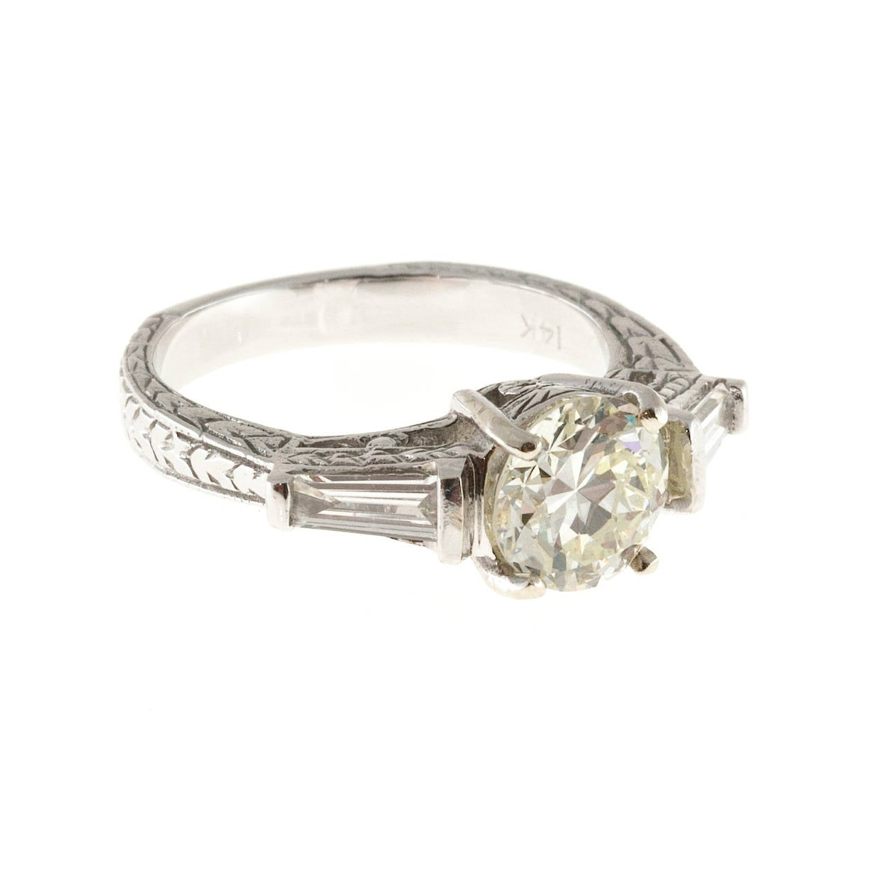 Diamond Gold Three Stone Engagement Ring In Good Condition For Sale In Stamford, CT