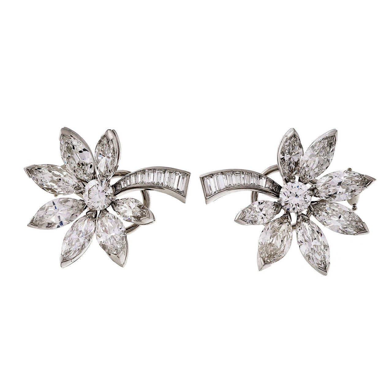 1950s Diamond Platinum Fireworks or Comet Earrings In Good Condition For Sale In Stamford, CT