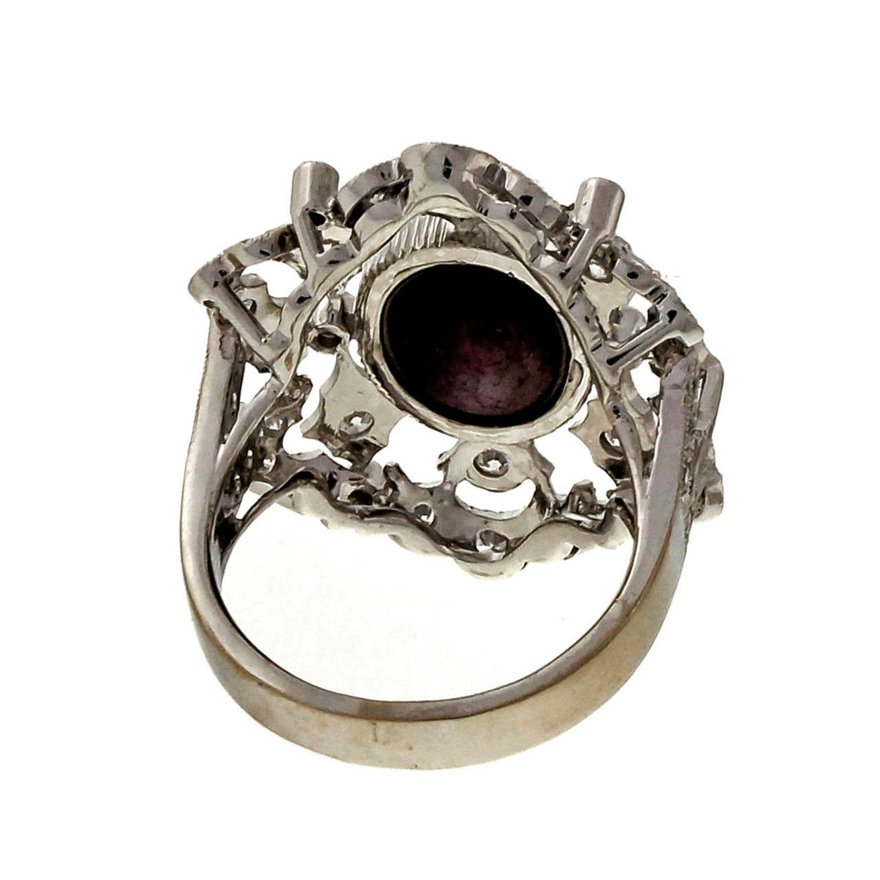 Natural Purple-Red Star Ruby Diamond Gold Cocktail Ring For Sale 2