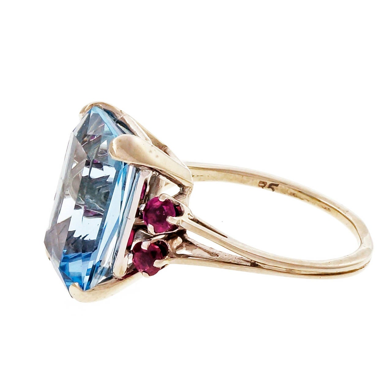 Aquamarine Ruby Gold Cocktail Ring In Good Condition For Sale In Stamford, CT