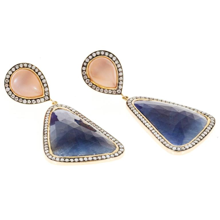 Peach Moonstone Sapphire Diamond Gold Dangle Earrings  In Good Condition For Sale In Stamford, CT