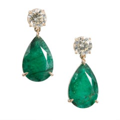 Peter Suchy 15.55 Carat Pear Shaped Emerald Diamond Gold Dangle Earrings