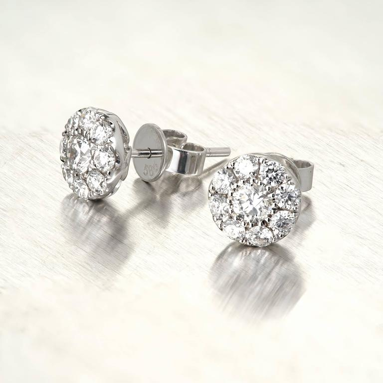 1.23 Carat Round Diamond Gold Cluster Stud Earrings In Good Condition For Sale In Stamford, CT