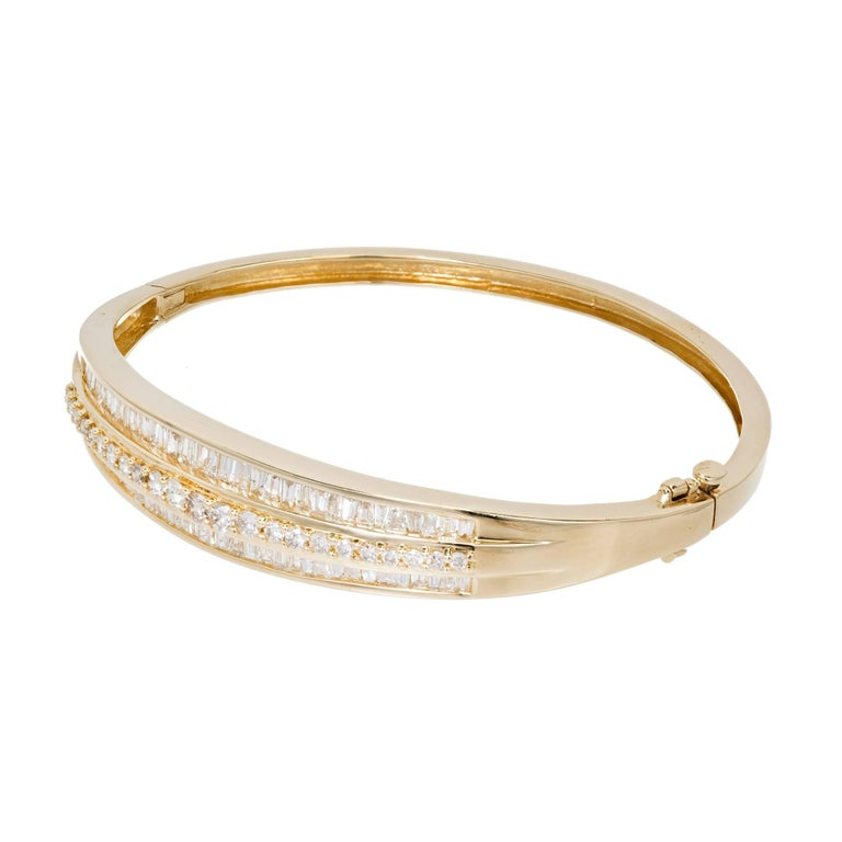 1.66 Carat Baguette Round Diamond Hinged Gold Bangle Bracelet In Good Condition For Sale In Stamford, CT