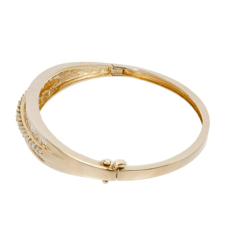 1.66 Carat Baguette Round Diamond Hinged Gold Bangle Bracelet For Sale 1