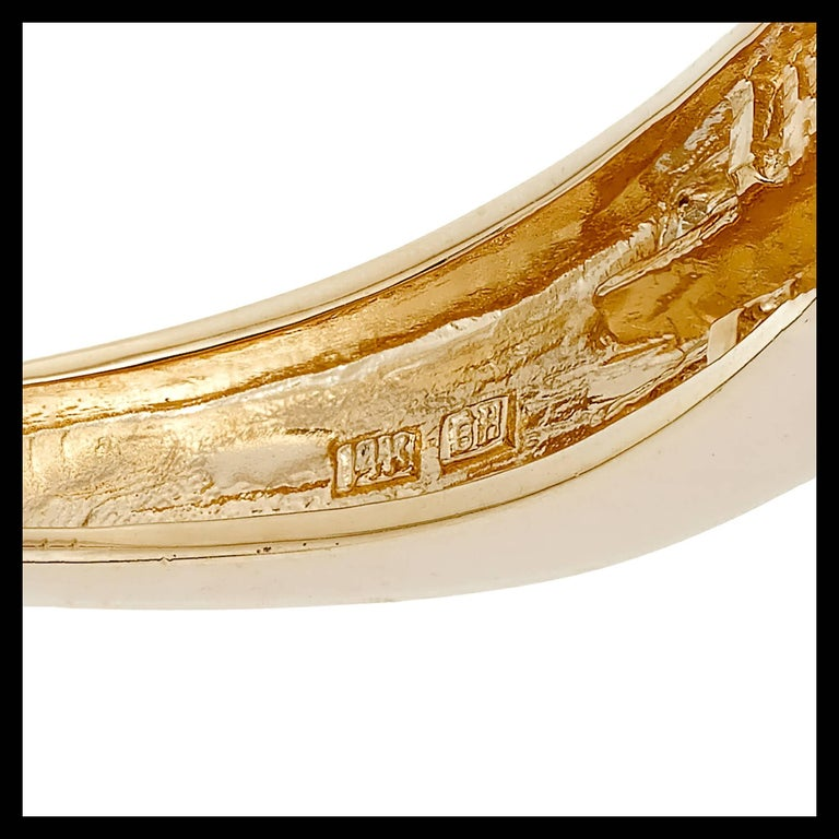 1.66 Carat Baguette Round Diamond Hinged Gold Bangle Bracelet For Sale 4