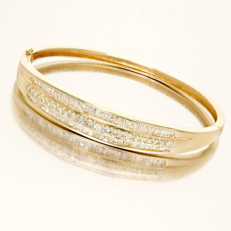 Women's 1.66 Carat Baguette Round Diamond Hinged Gold Bangle Bracelet For Sale
