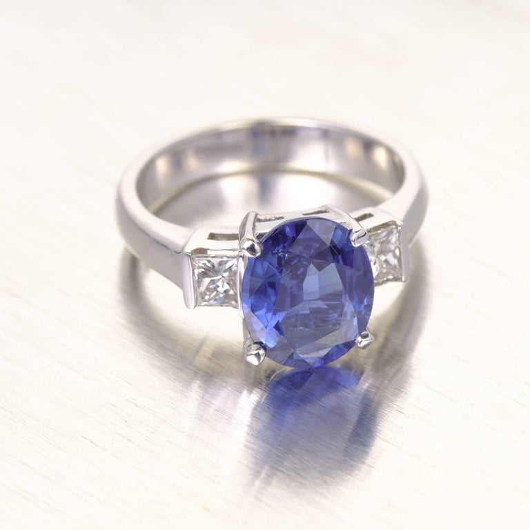 GIA Certified 3.04 Carat Oval Sapphire Diamond Three-Stone Gold Engagement Ring In Good Condition For Sale In Stamford, CT