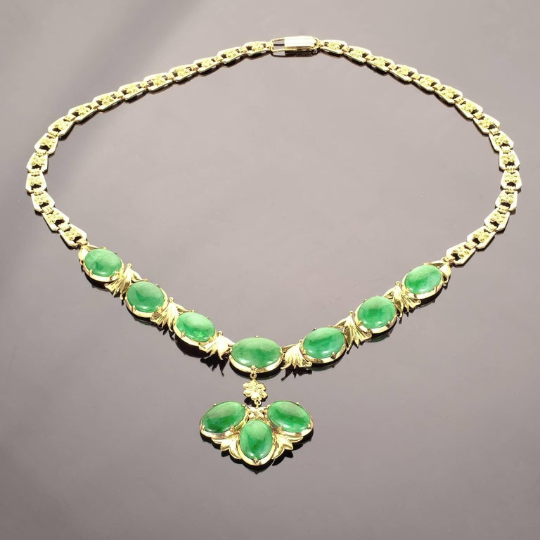GIA Certified Natural Bright Green Jadeite Jade Gold Necklace In Good Condition For Sale In Stamford, CT