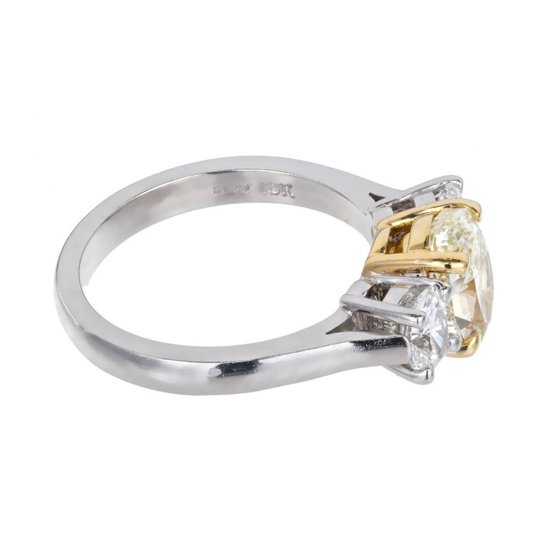 Peter Suchy EGL Certified 1.58 Carat Three-Stone Diamond Gold Engagement Ring In Good Condition For Sale In Stamford, CT