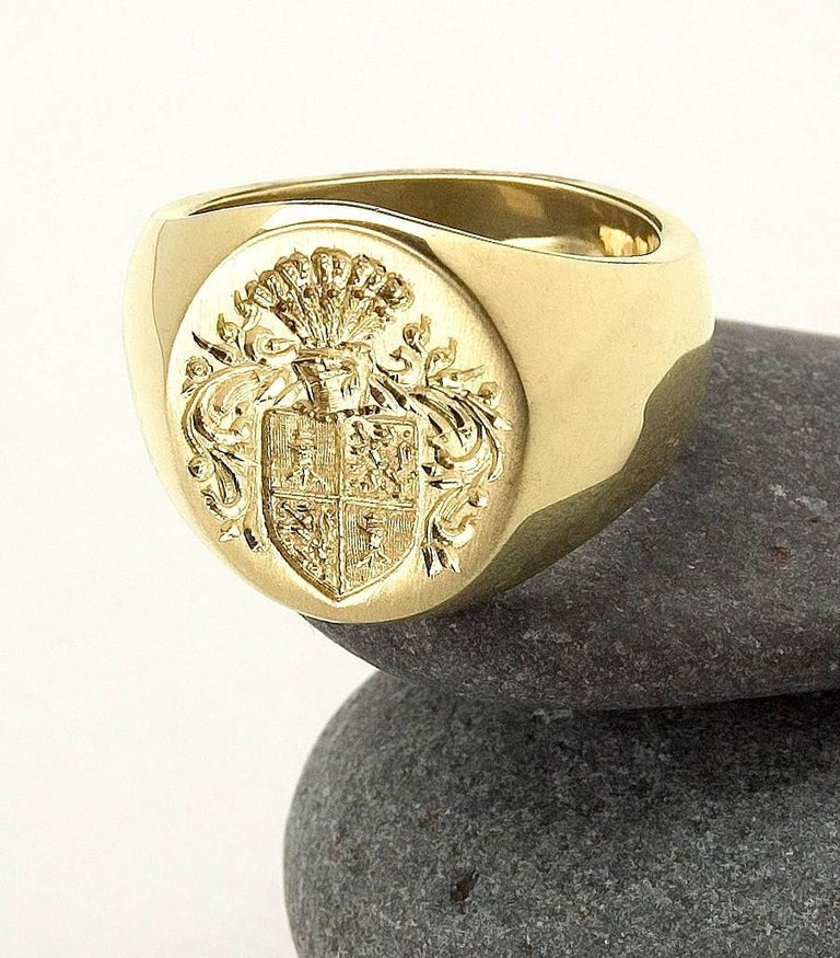Big Boy Signet Ring in 18 Karat Gold For Sale 1