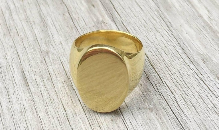 Contemporary The Scott Signet Ring in 18 Karat Gold For Sale
