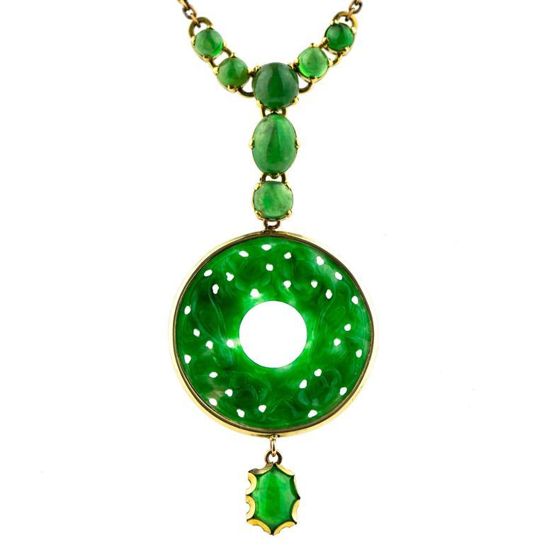Fine Burmese Vintage Jadeite And14 Karat Yellow Gold Pendant Necklace For Sale
