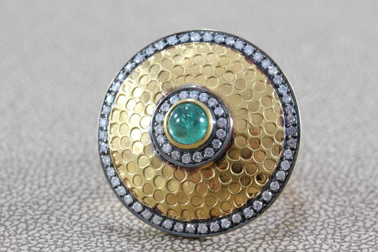 Diamond Emerald Gold Shield Ring In New Condition For Sale In Beverly Hills, CA
