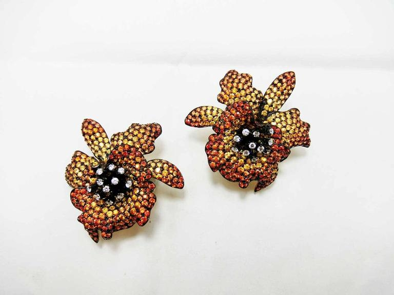 18K Yellow gold Yellow Orange Sapphire Diamond Gold Orchid Stud Earrings In New Condition For Sale In Bangkok, TH