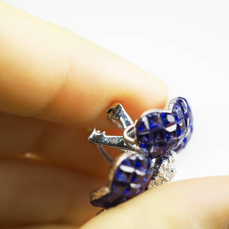 18K White gold Heart Petal Sapphire Invisible Earrings In New Condition For Sale In Bangkok, TH