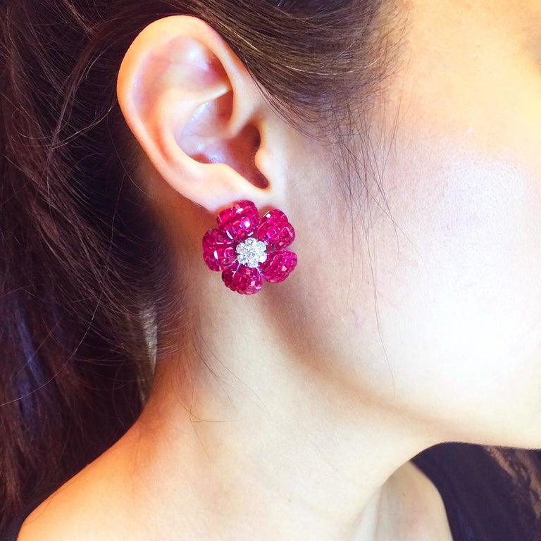 18K white gold flower Ruby and Diamond invisible Earrings In New Condition For Sale In Bangkok, TH