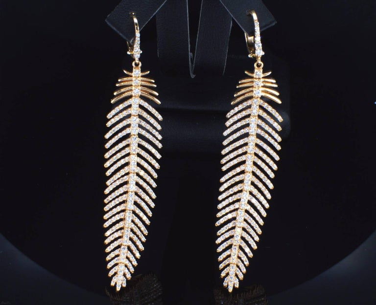 Women's or Men's 4.90 Carat Diamond Feather Dangle Pendent and Earring Set For Sale