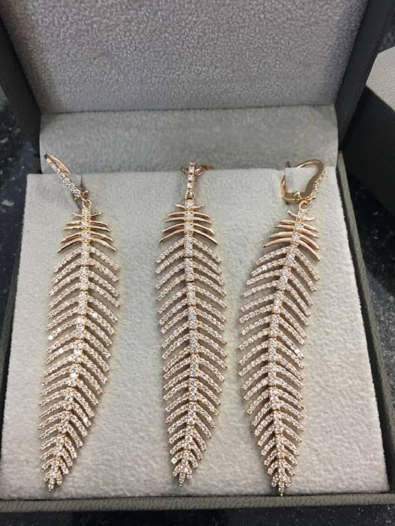 4.90 Carat Diamond Feather Dangle Pendent and Earring Set For Sale 1