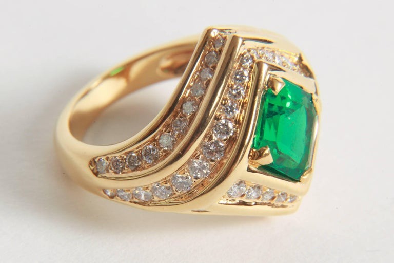 18K Yellow gold, Emerald 1,23 carats and Diamond Ring by Marion Jeantet In New Condition For Sale In Paris, FR