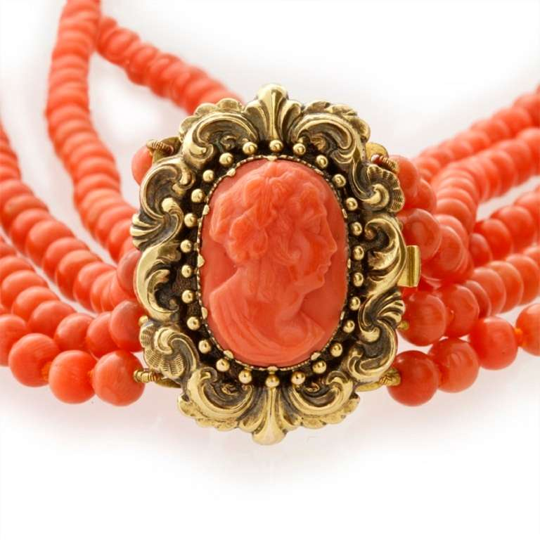 Victorian Five-Row Coral Necklace In Excellent Condition For Sale In London, GB