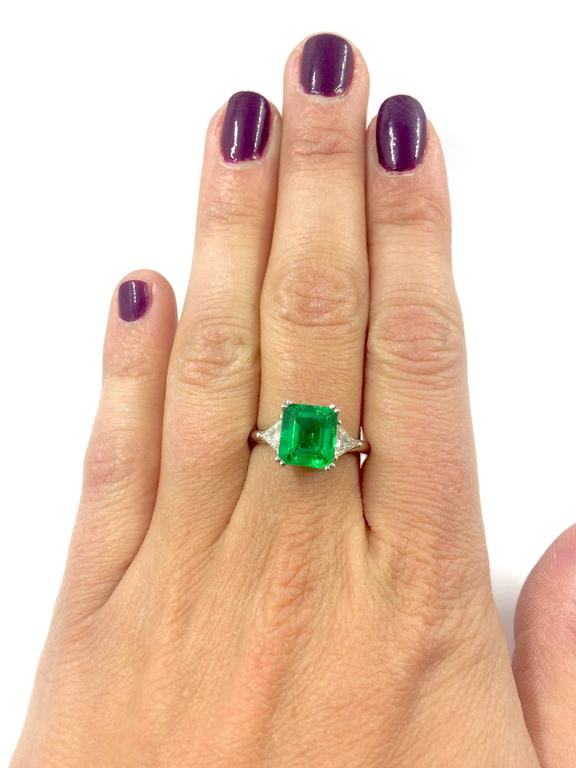 2.79 Carat Colombian Emerald Diamond Gold Ring In New Condition For Sale In Colmar, FR