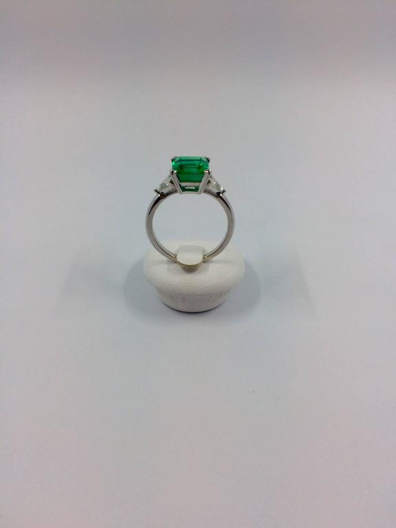 Women's 2.79 Carat Colombian Emerald Diamond Gold Ring For Sale