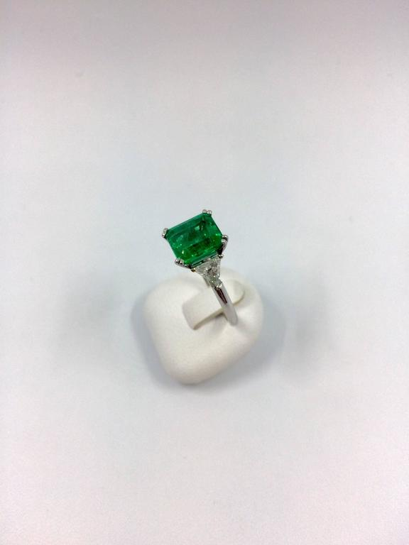 2.79 Carat Colombian Emerald Diamond Gold Ring For Sale 2