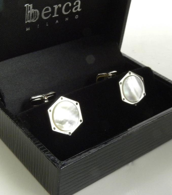 Exagonal Sterling Silver and Natural Mother of pearl cufflinks In New Condition For Sale In Valenza, IT