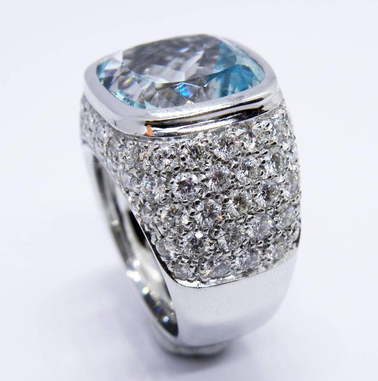 10.43 Carat Natural Antik Cut Brazilian Aquamarine 3.74 Carat Diamond Ring In New Condition For Sale In Valenza, IT