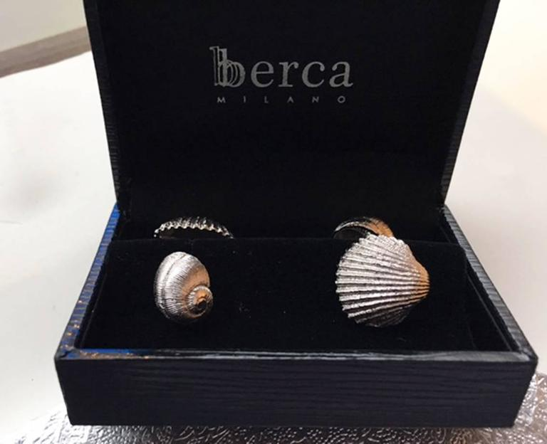 Hand Engraved Sterling Silver Seashell Shaped Cufflinks In New Condition For Sale In Valenza, IT