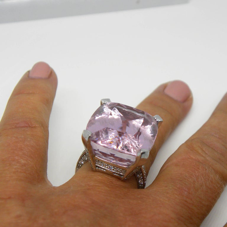 27 Carat Natural Kunzite Antik Cushion Cut  White Diamond Setting Cocktail Ring In New Condition For Sale In Valenza, IT