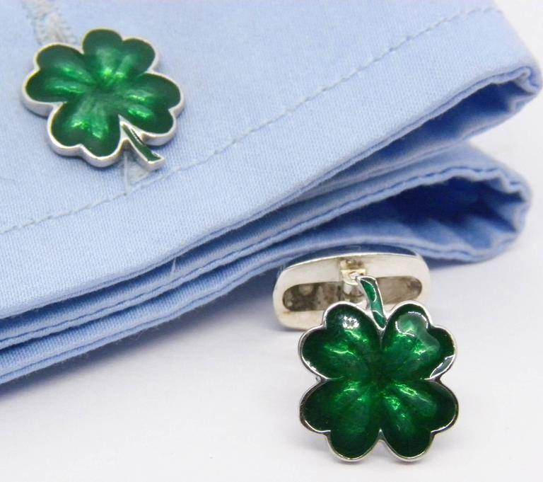Green Hand Enamelled Cloverleaf Sterling Silver Cufflinks with T-Bar Back In New Condition For Sale In Valenza, IT