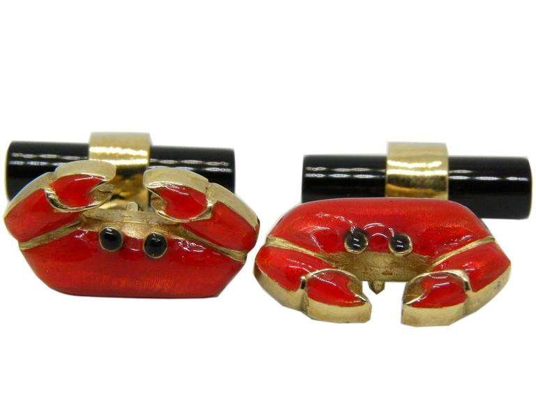 Hand Enameled Crab Shaped Onyx Stick Back Yellow Gold Cufflinks In New Condition For Sale In Valenza, IT