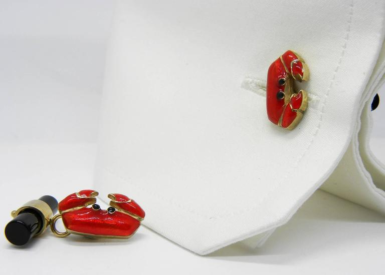Hand Enameled Crab Shaped Onyx Stick Back Yellow Gold Cufflinks For Sale 1