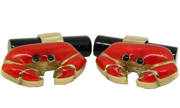 Hand Enameled Crab Shaped Onyx Stick Back Yellow Gold Cufflinks For Sale 2