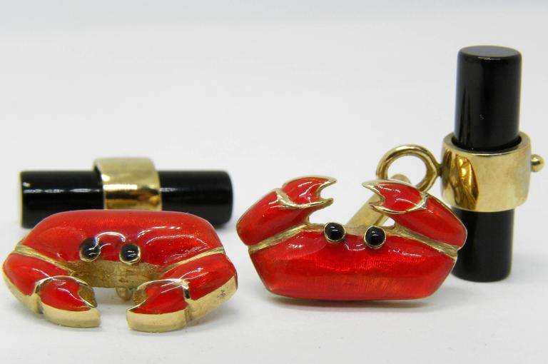 Contemporary Hand Enameled Crab Shaped Onyx Stick Back Yellow Gold Cufflinks For Sale