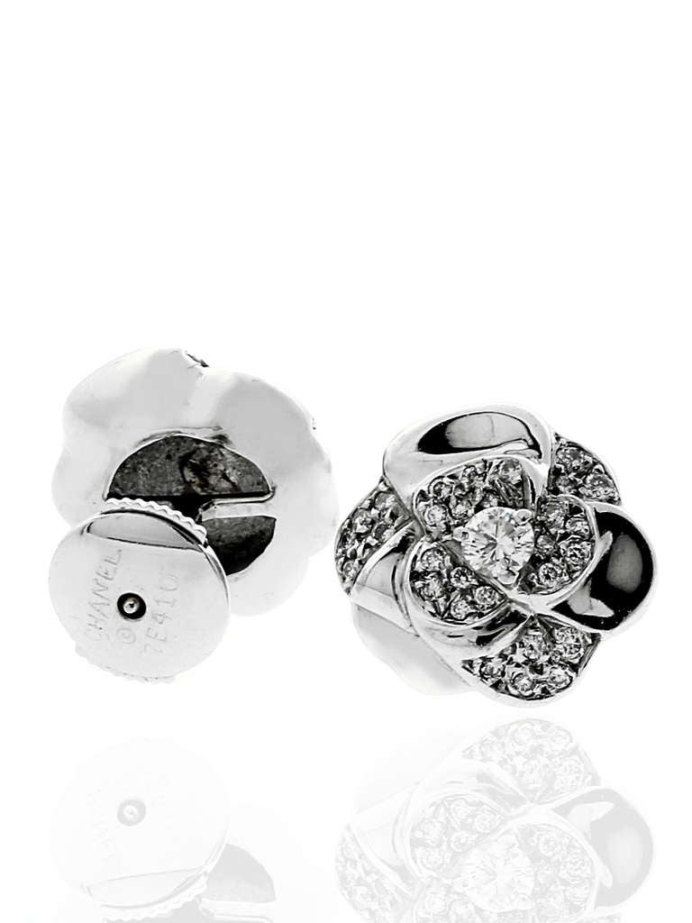 chanel camellia diamond stud earrings in white gold at 1stdibs. Black Bedroom Furniture Sets. Home Design Ideas