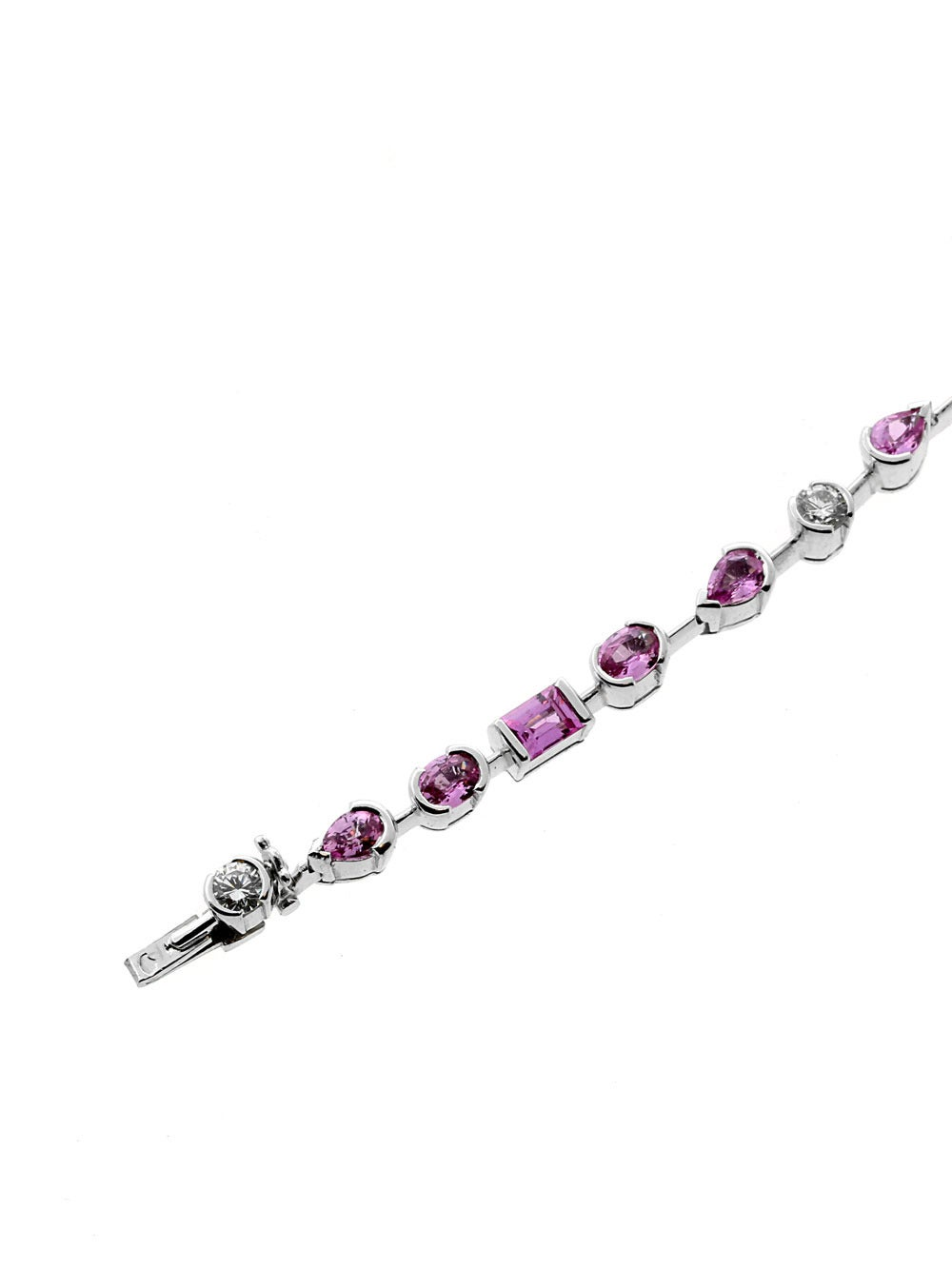 Now here's a piece that will surely not go unnoticed when worn out, a classic characteristic of the French brand Cartier. This stunning necklace is adorned with the most beautiful Pink Sapphire's and diamonds and it only weighs 23 grams. This is