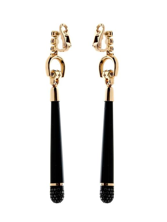 A fabulous pair of Gucci Horsebit drop earrings. Made from black synthetic corundum and 1.97ct of black diamonds set in 18k rose gold