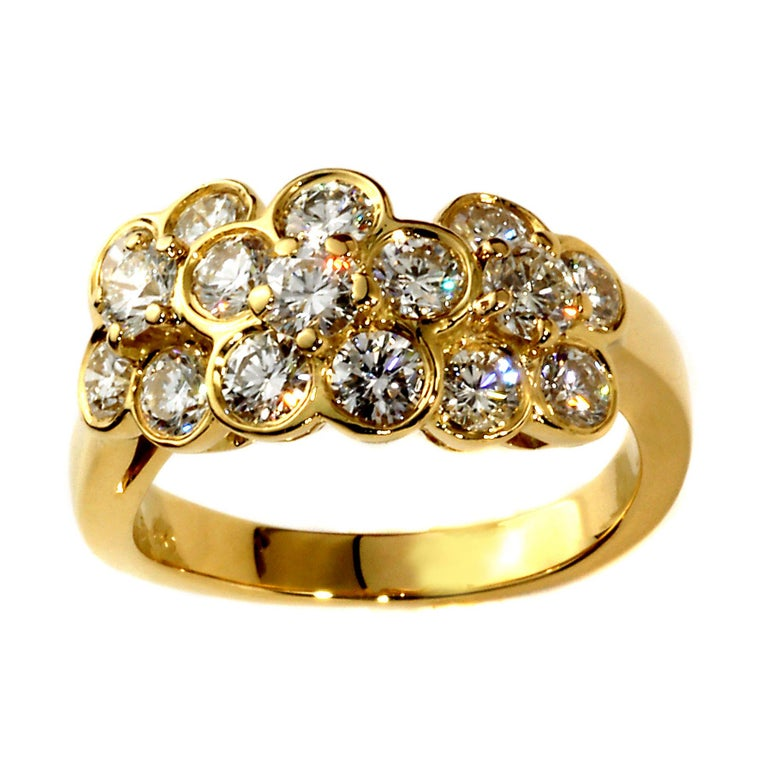 Van Cleef & Arpels Fleurette Diamond Gold Ring In New Condition For Sale In Feasterville, PA