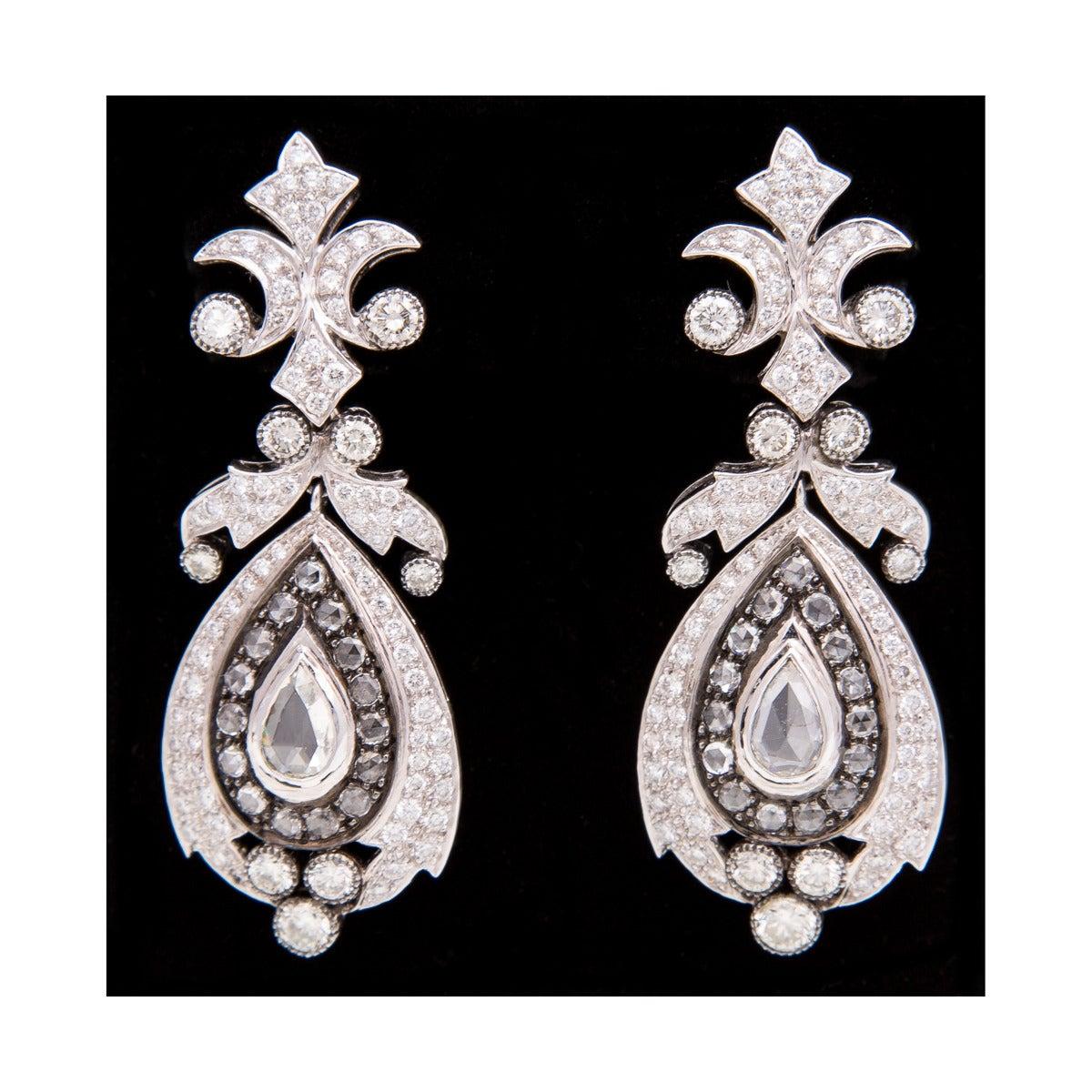 Women's Beautiful Diamond Gold Chandelier Earrings For Sale