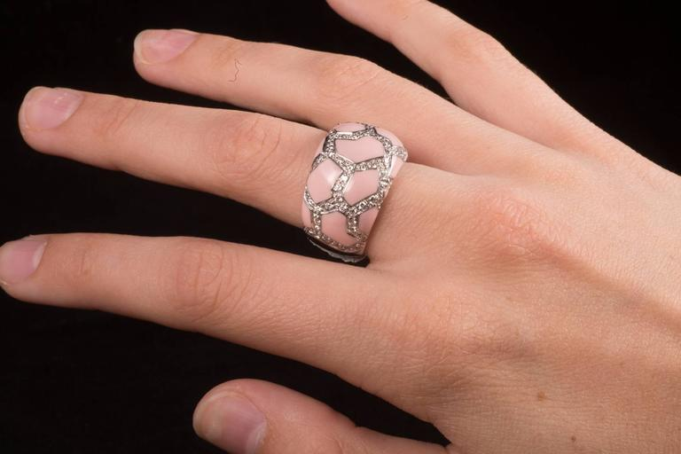 Roberto Coin Pink Enamel Pavé Diamond Gold Ring In Excellent Condition For Sale In New Orleans, LA