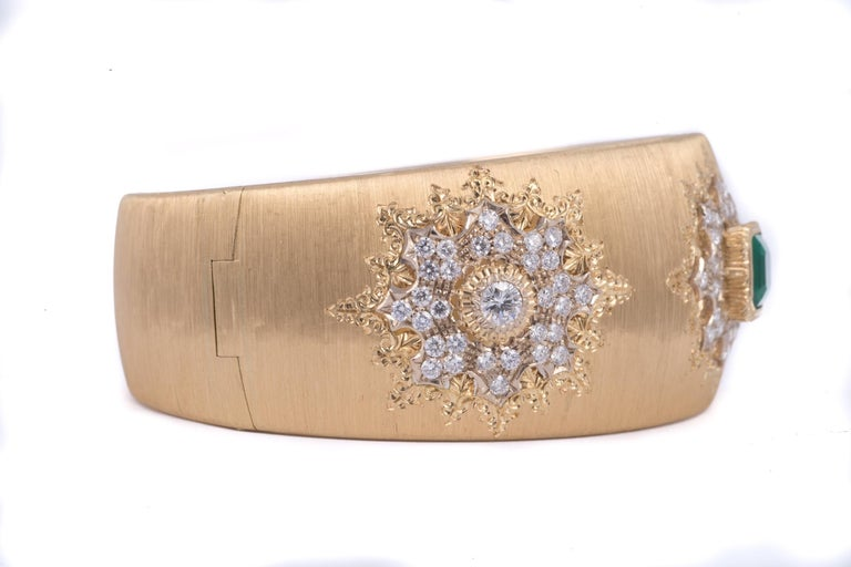 Magnificent Buccellati Emerald and Diamond Cuff Bracelet in 18k yellow gold. Signed Buccellati