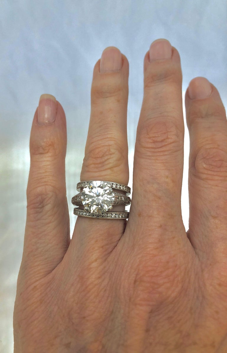 4.04 Carat Round Brilliant Cut Diamond Engagement Ring In Good Condition For Sale In New Orleans, LA