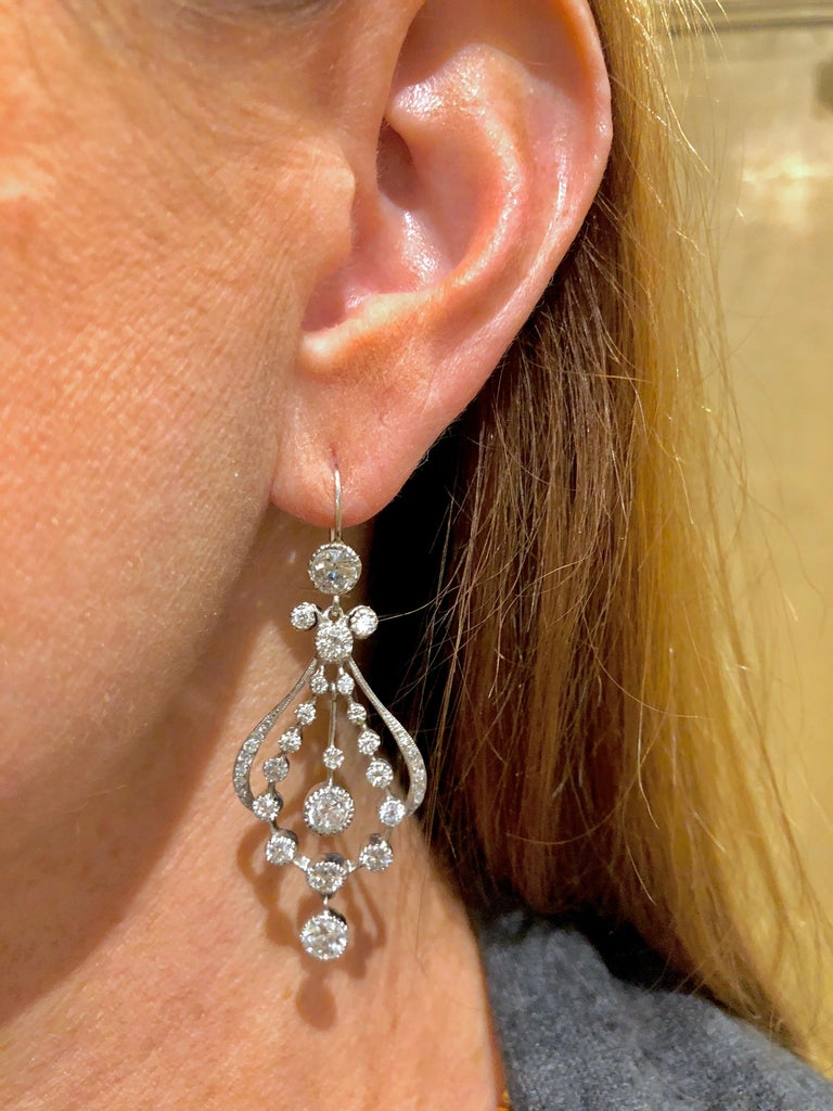 Round Cut Art Deco Diamond Chandelier Earrings with 7.30 Carat of Diamonds For Sale