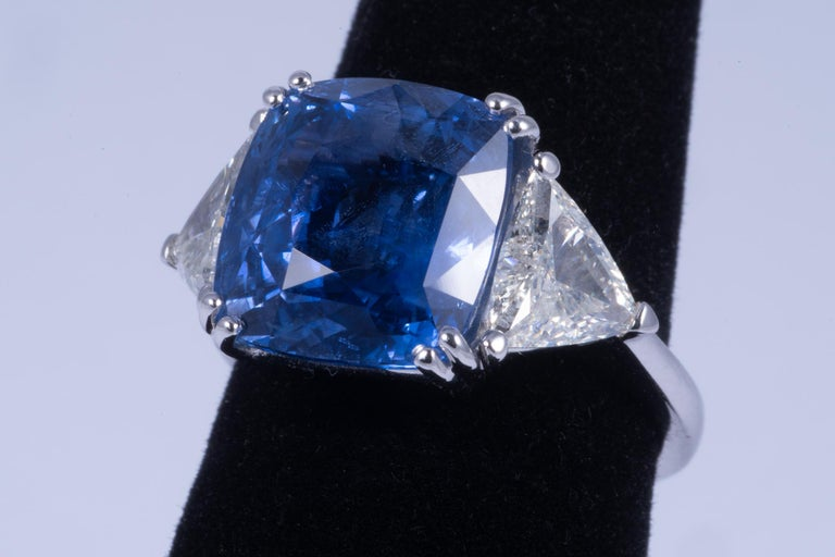 Magnificent blue sapphire and diamond ring. The center sapphire appears to be natural under magnification and has been inspected by two GIA Gemologists, it appears to have had no treatments or heating. The sapphire weighs approximately 10.00cts and