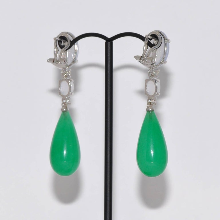 Jade, Diamonds and  Chalcedony White Gold Chandelier Earrings In New Condition For Sale In Vannes, FR