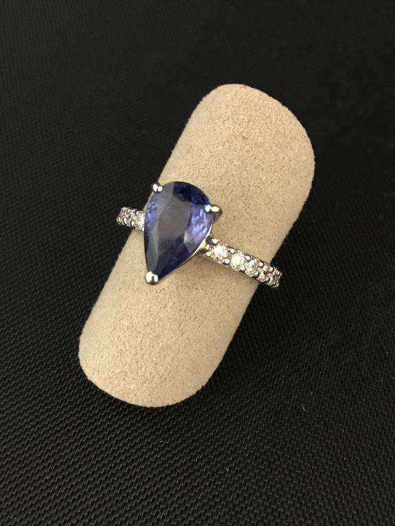 Blue Ceylon Sapphire Diamond White Gold 18 Carat Ring In As new Condition For Sale In Vannes, FR